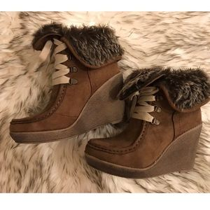 ✨Suede / Khaki Faux Fur Ankle Boots /Wedge Heels✨